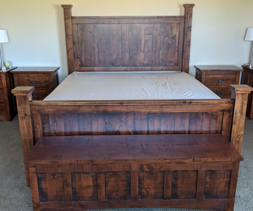 Yellowstone Rustic Post Bed